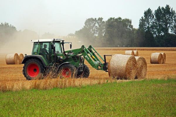 Traktor Og Halmballer